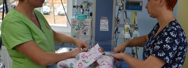 Pielęgniarki z oddziału noworodkowego